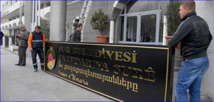 The Armenian and Assyrian writing on the Sur municipality building in Diyarbakir was recently removed and replaced by a Turkish flag.